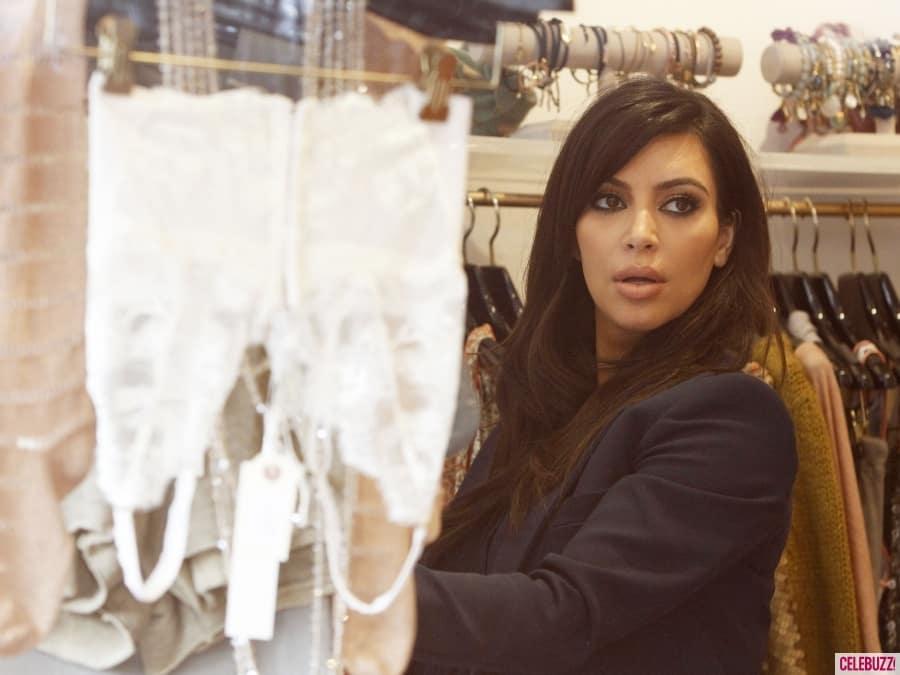 Kim-Kardashian-Lingerie-Shopping26-900x675
